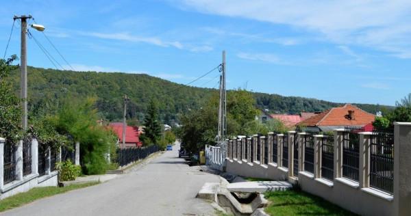 Bascov-Valea Ursului Han-teren 3109 mp parcelat in 5 loturi