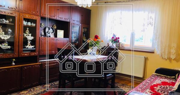 Apartament de in Sibiu - 3 camere, balcon si pivnita