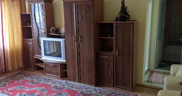Apartament 3 camere de închiriat Zona Calea Moldovei