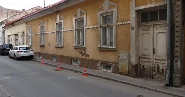 Casa impartita in mai multe apartamente, zona Teatru, 489...