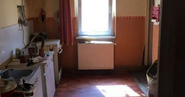 3 camere Judetean, decomandat, 2 grupuri sanitare, 77.500€