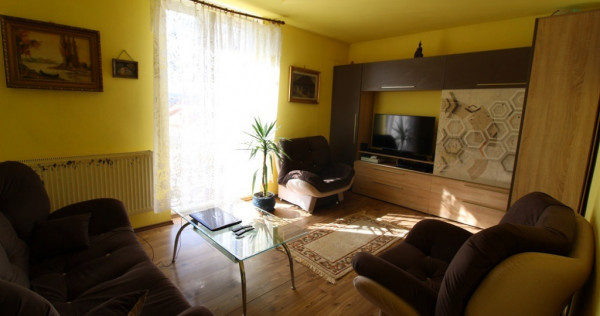 Apartament 3 camere în Hunedoara, etaj 2, zona OM, 63 mp