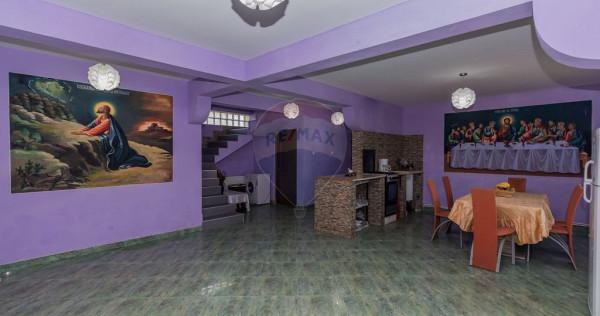 Casă / Vilă cu 6 camere de vânzare în Mangalia