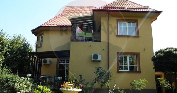 Vila individuala de vanzare cu 9 camere situat in sectoru...
