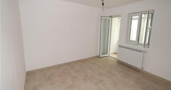 Apartament cu 2 camere,etaj 4, renovat, zona Sud, de