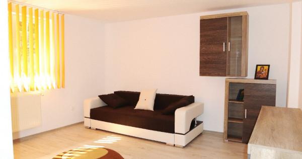 Apartament 2 camere Busteni central, curte proprie