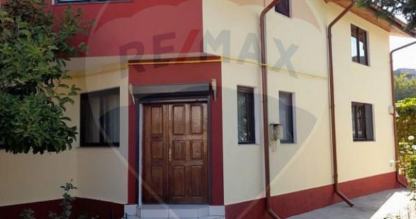 Casă / Vilă cu 5 camere de vânzare în zona Brancovean...