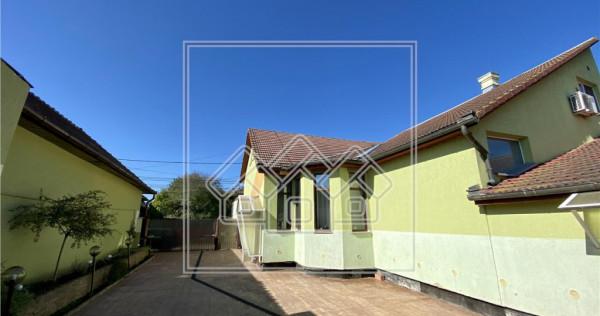 Casa cu 4 camere - garaj - curte - terasa deschisa - gradina